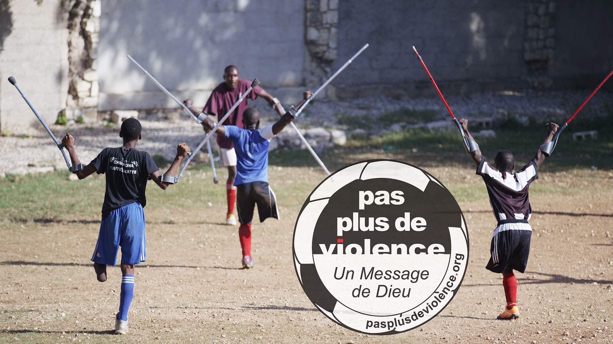La Selección Nacional de Fútbol de Amputados de Haití toma una posición para la Paz
